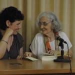 """Milena Rodríguez y Fina García Marruz, presentación de la antología """"El instante raro"""", La Habana, 2010 (Foto: Alain Gutiérrez)"""